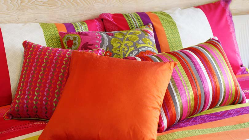 How to Clean Bedroom Pillows - Removing Dirt, Spills and Stains