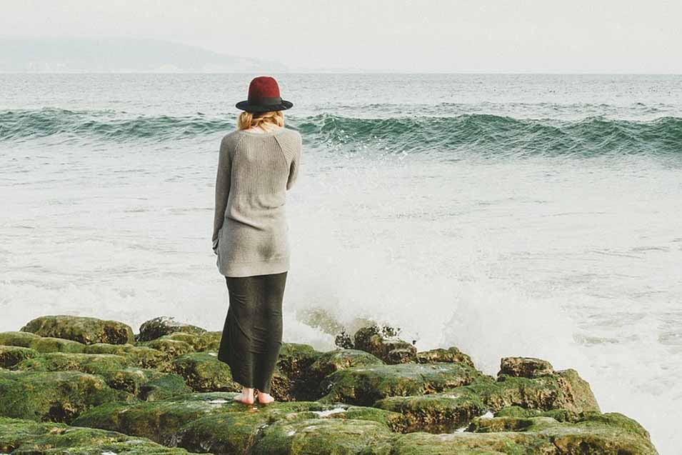 Picture of a woman by the ocean